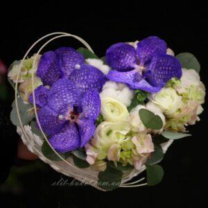 Композиция - сердце с орхидеей Вандой