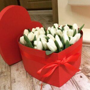 Коробка-сердце с тюльпанами