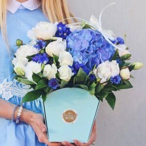 Голубая сумочка с голубой гортензией