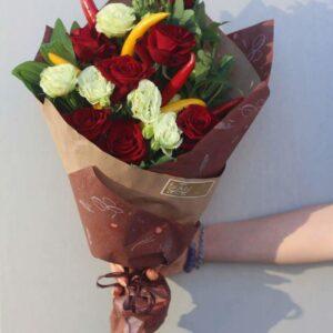 Букет розы с горьким перцем