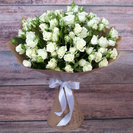 Букет из белых мелкоцветных роз