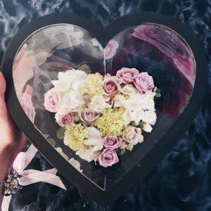 Прозрачная коробочка-сердце в нежных тонах