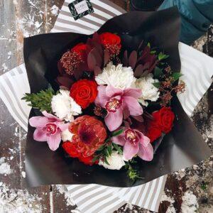 Букет с орхидеями и протеей