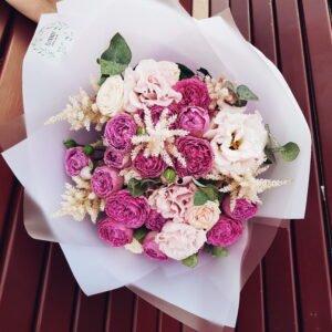 Букет из ярко розовых пионовидных роз Мисти Баблз