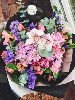 Комбинированный букет с орхидеями, хризантемой и альстромериями