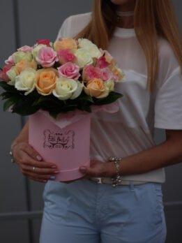 Коробочка из нескольких видов роз