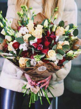 Букет из роз, амариллиса и эустомы