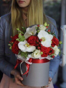 шляная коробка с цветами