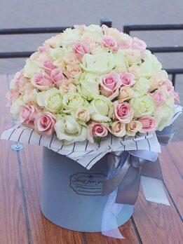 Большая коробка из нежных роз