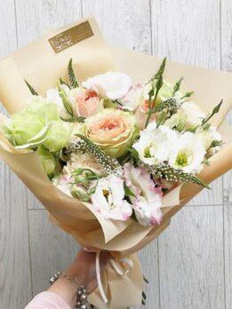 """Нежный букет с пионовидными розами """"Гравити"""""""