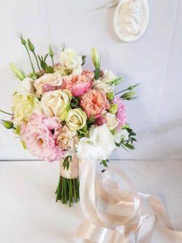 Свадебный букет с пионовидными розами и эустомой