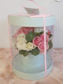 Прозрачная коробочка с нежными розами