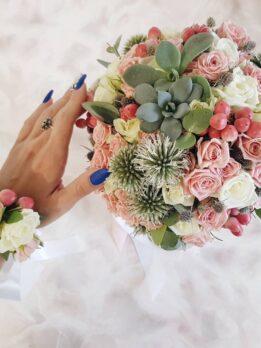 Нежно-розовый свадебный букет