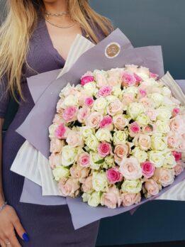 Микс из 101 местной розы в нежных тонах