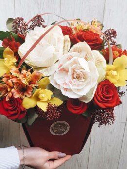 Осенняя композиция с амариллисом и орхидеями