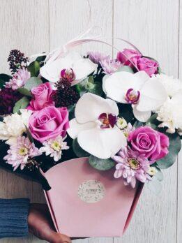 Нежная сумочка с фаленопсисом в розовых тонах
