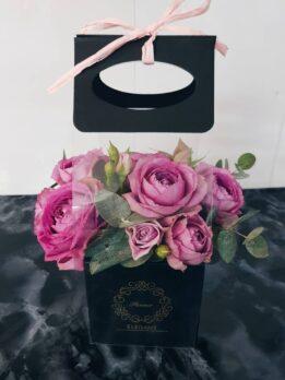 Коробочка-комплимент с сиреневыми розами