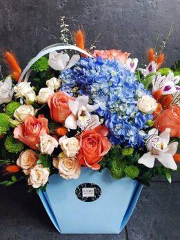 Сумка с гортензией, орхидеями и розами