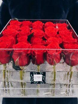 Прозрачная коробка на 25 красных роз.
