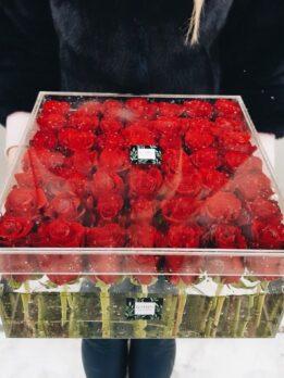 Куб на 49 красных роз
